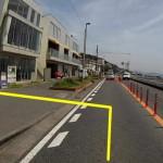 ビルズ(bills) 七里ガ浜とタイムズ駐車場入り口